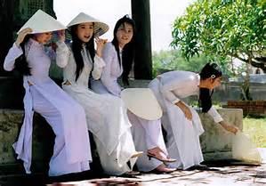 Traditional Ao Dai dress photo credit: Johnib.Wordpress.com